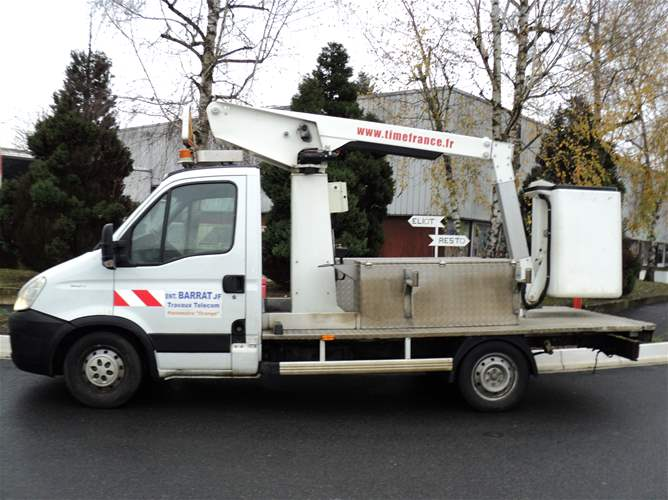 Cesta Versalift 9,80 m sobre chasis Iveco Daily